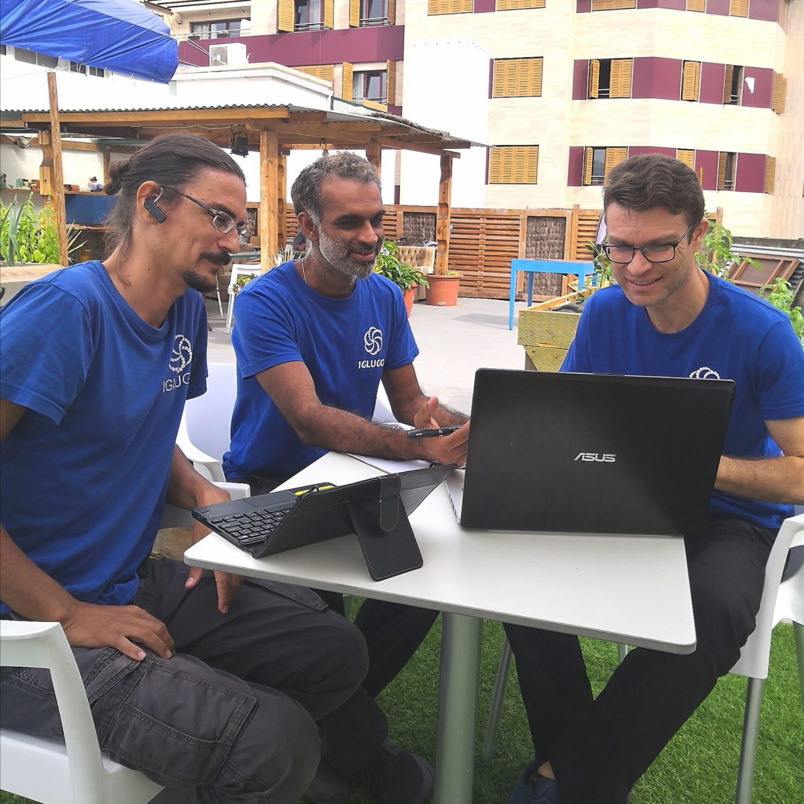 iglugo_team_in the terrace